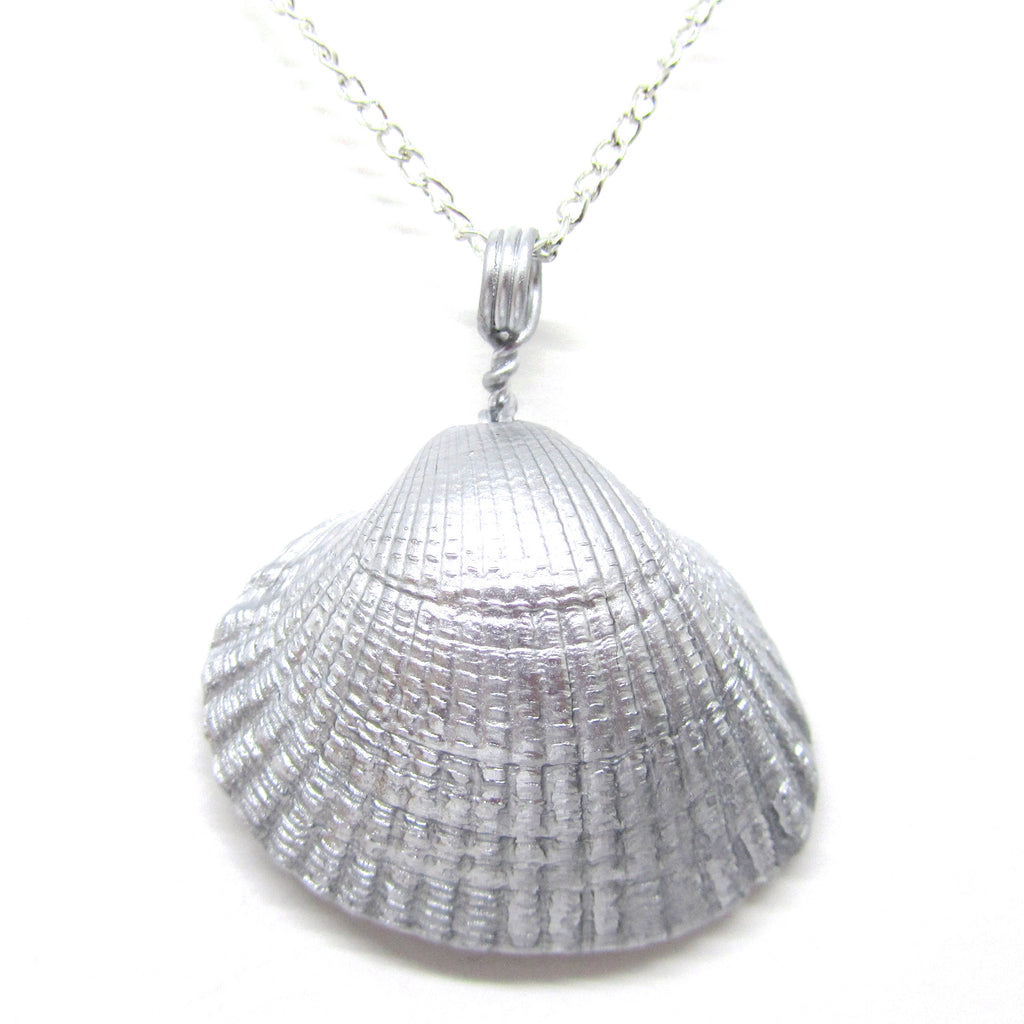 Silver Metallic Cockle Shell Pendant Necklace (No. 698)