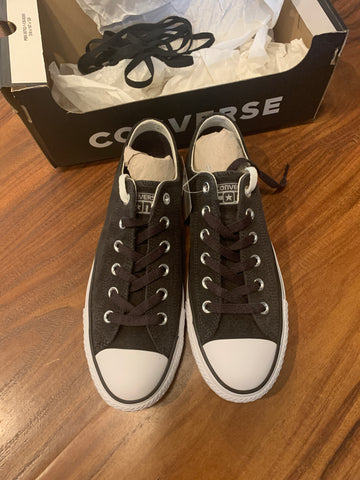 Converse Shoes Size 7 Mens/9 Womens