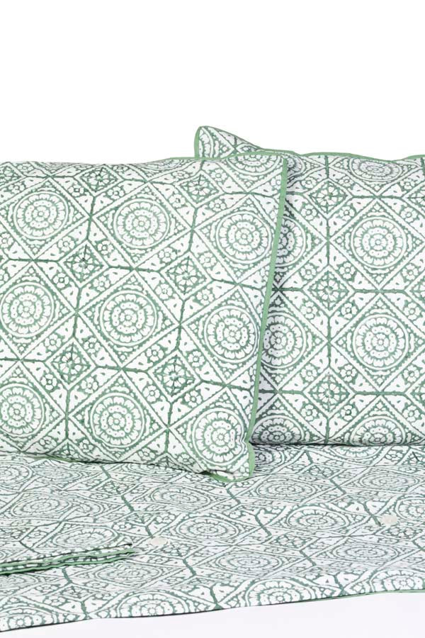 Inspiration Green Cotton Duvet Set - Bedding | Lola & Chloe