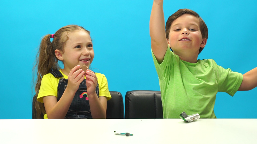 American Kids Try Caribbean Snacks!
