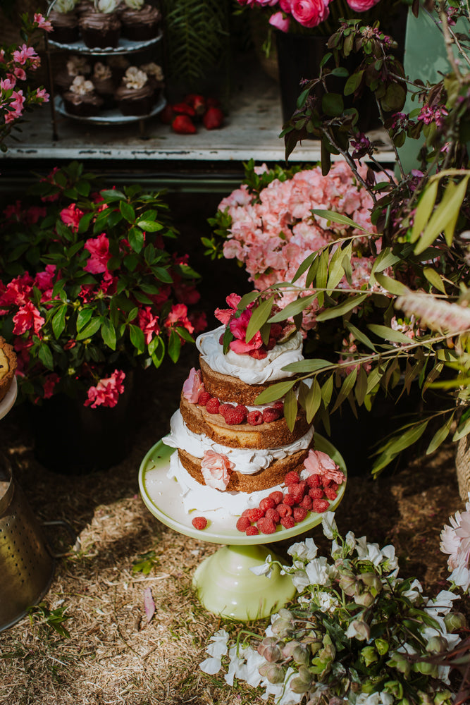 Naked cake and flowers for an event