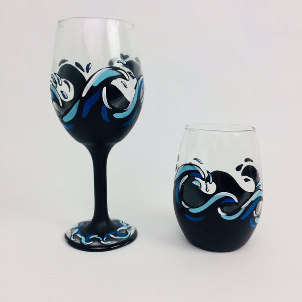 Black Wave Wine Glass