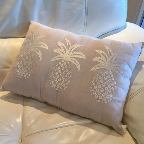Cushion linen look with three silver pineapples