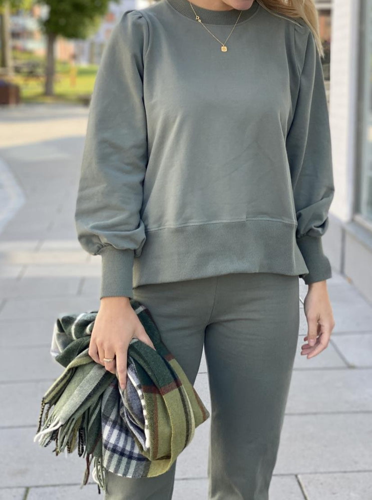 Load image into Gallery viewer, ELLA&IL SARENA SWEATER ARMY GREEN