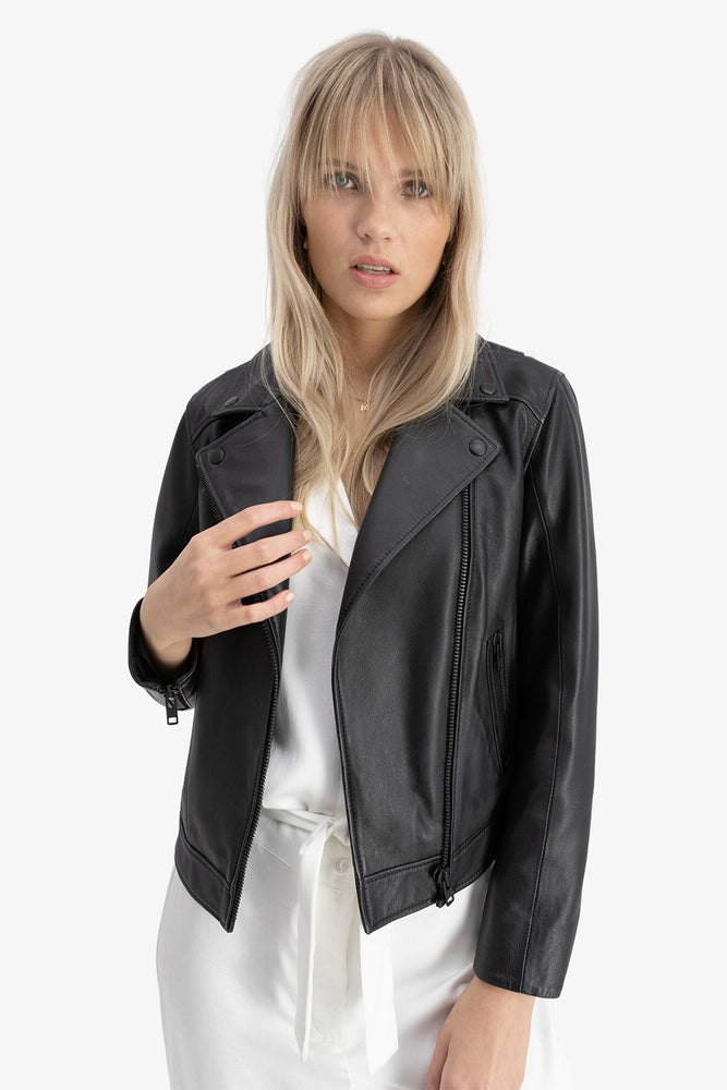 CAMILLA PIHL SORT LEATHER JACKET