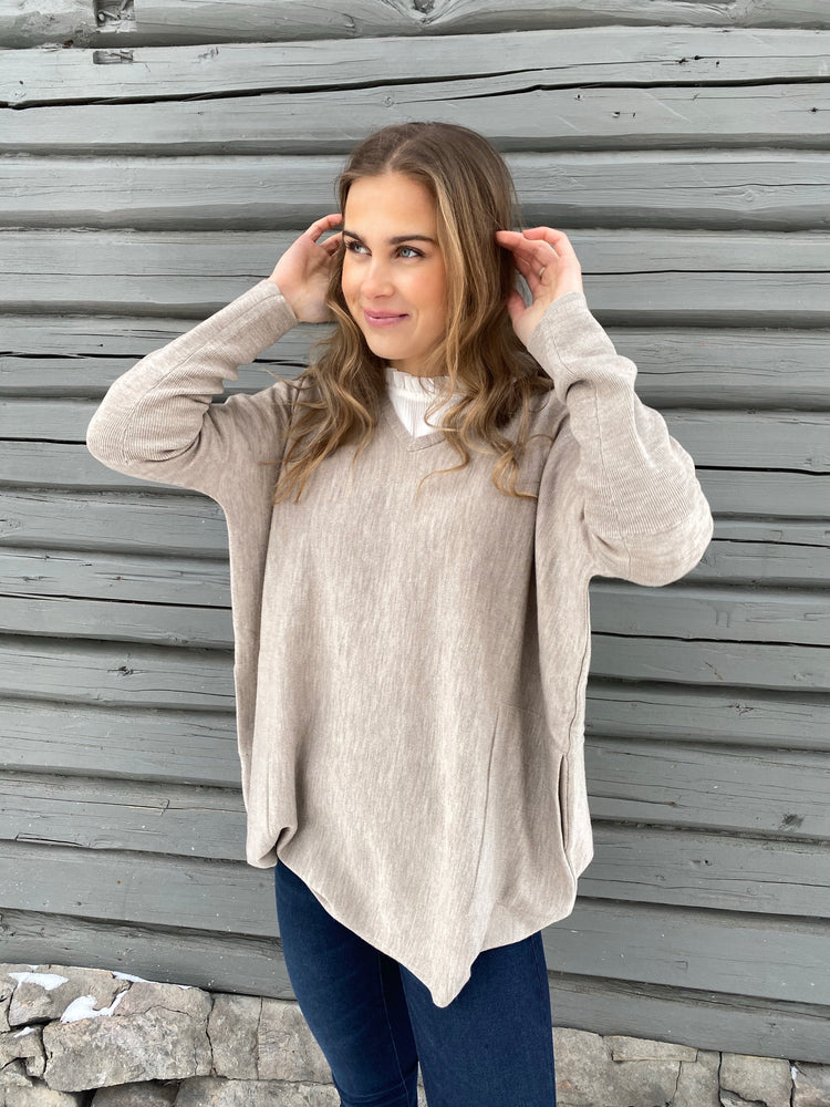 Load image into Gallery viewer, CATHRINE HAMMEL WIDE V-NECK BEIGE MELANGE