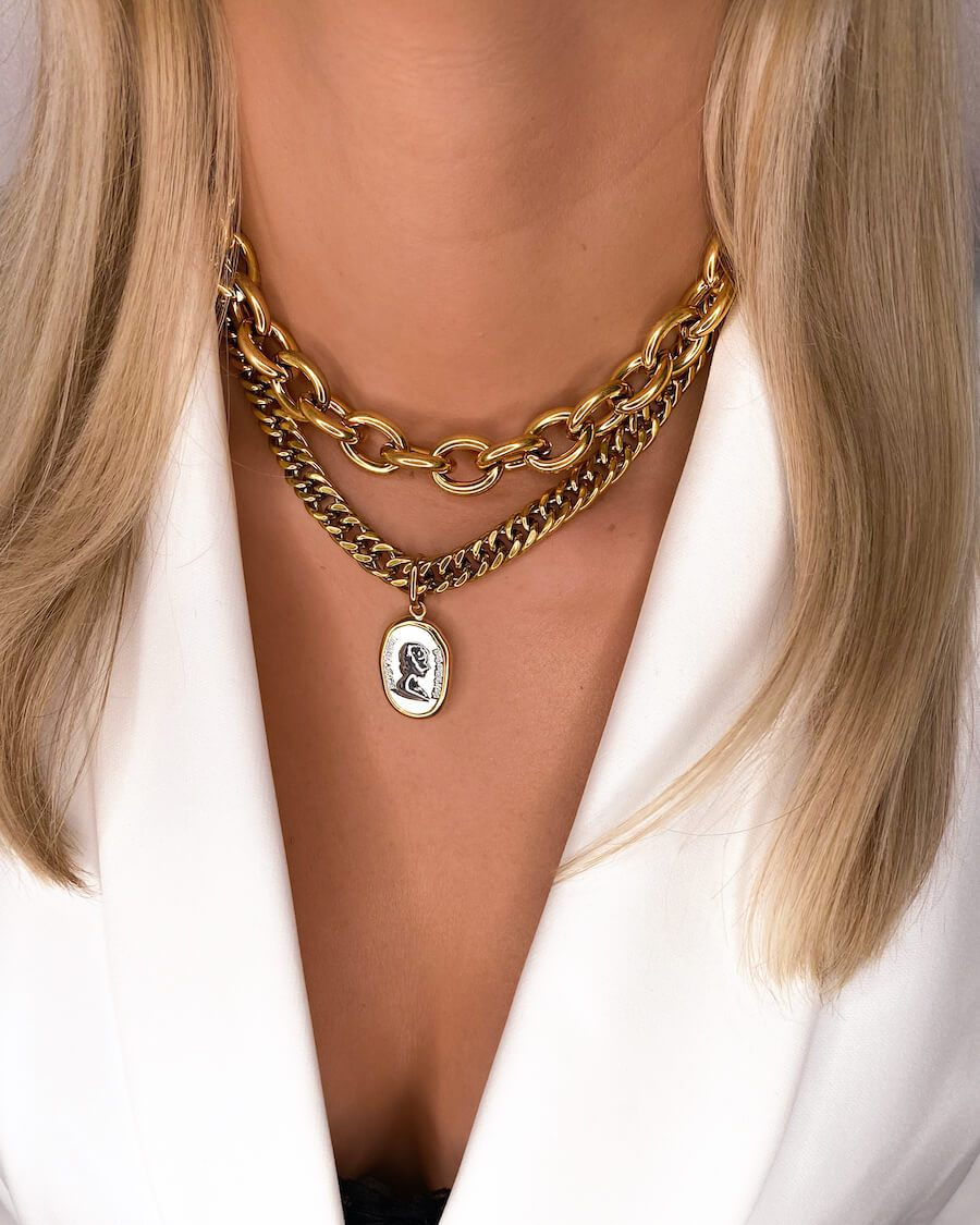 Oval Link Chain & Queen Pendant Layered Set (Gold)