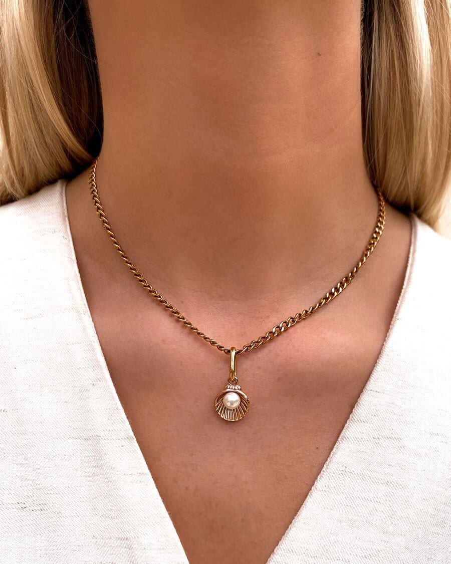 Pearl Shell Small Curb Chain Necklace (Gold)