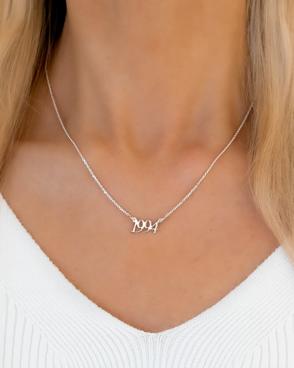 Sterling Silver Script Date Necklace (Silver)