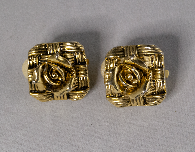Rose square-shaped clip-on earrings