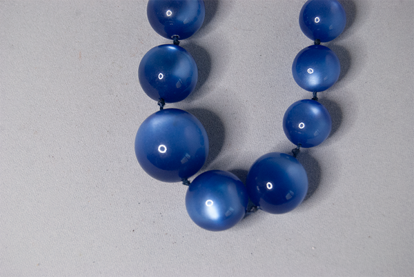 Blue bead graduated necklace