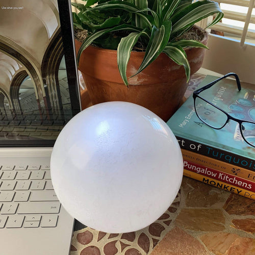 Selenite Polished Sphere Lamp - Nightlight with USB (RK804B8)