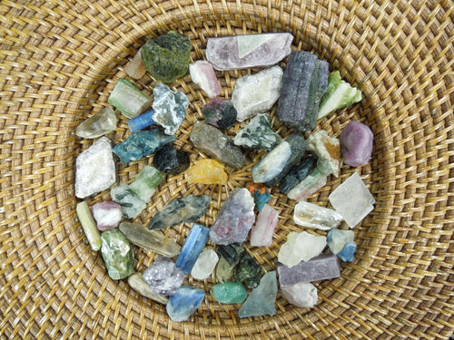 Minerals - 10 Pcs Of Rough Mixed Gem Stones - Natural Formation - Brazilian Beauties 1-2 Cm - 1 Bag Of 10 Assorted Pieces (RK402B167)