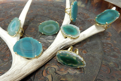 Rings - Green Agate Slice Set On An Adjustable 24k Gold Electroplated Ring (RK114b1-04)