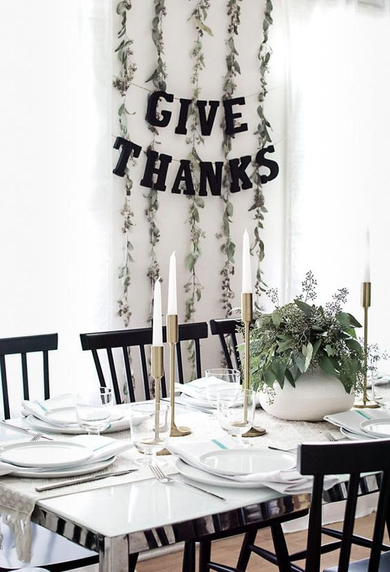 4 Easy Thanksgiving Setups to Feed Your Eyes