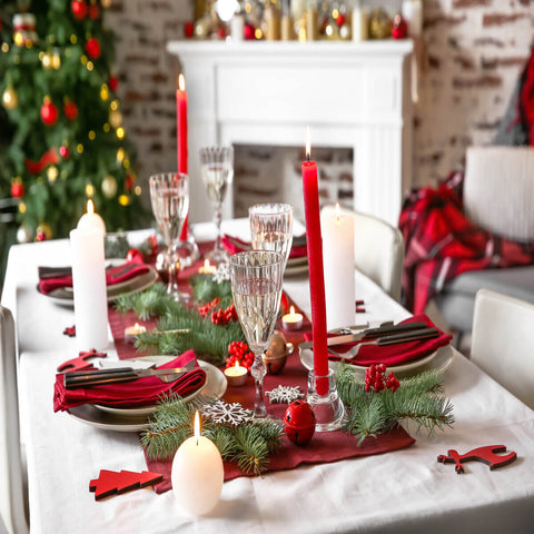 Five Festive Christmas Tablescapes To Keep Your Spirits Bright!