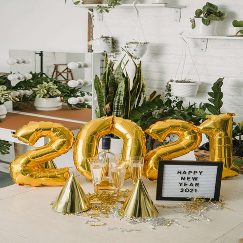 Sparkling & Cheerful Settings For A Perfect New Year Celebration!