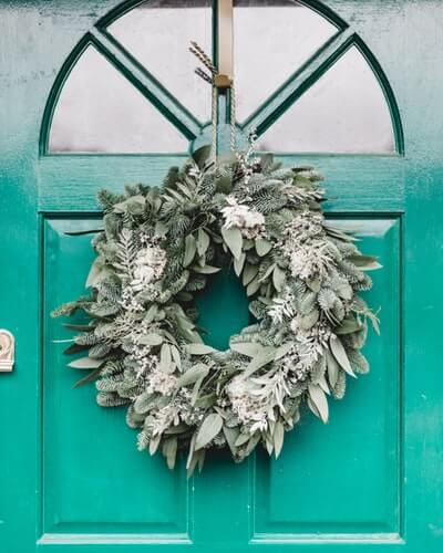 Enticing Winter Wreath Ideas to Bedeck your Front Door