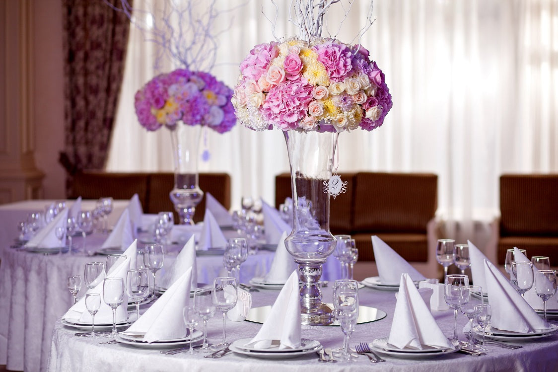 white round tablecloth with glass flower vase centerpiece
