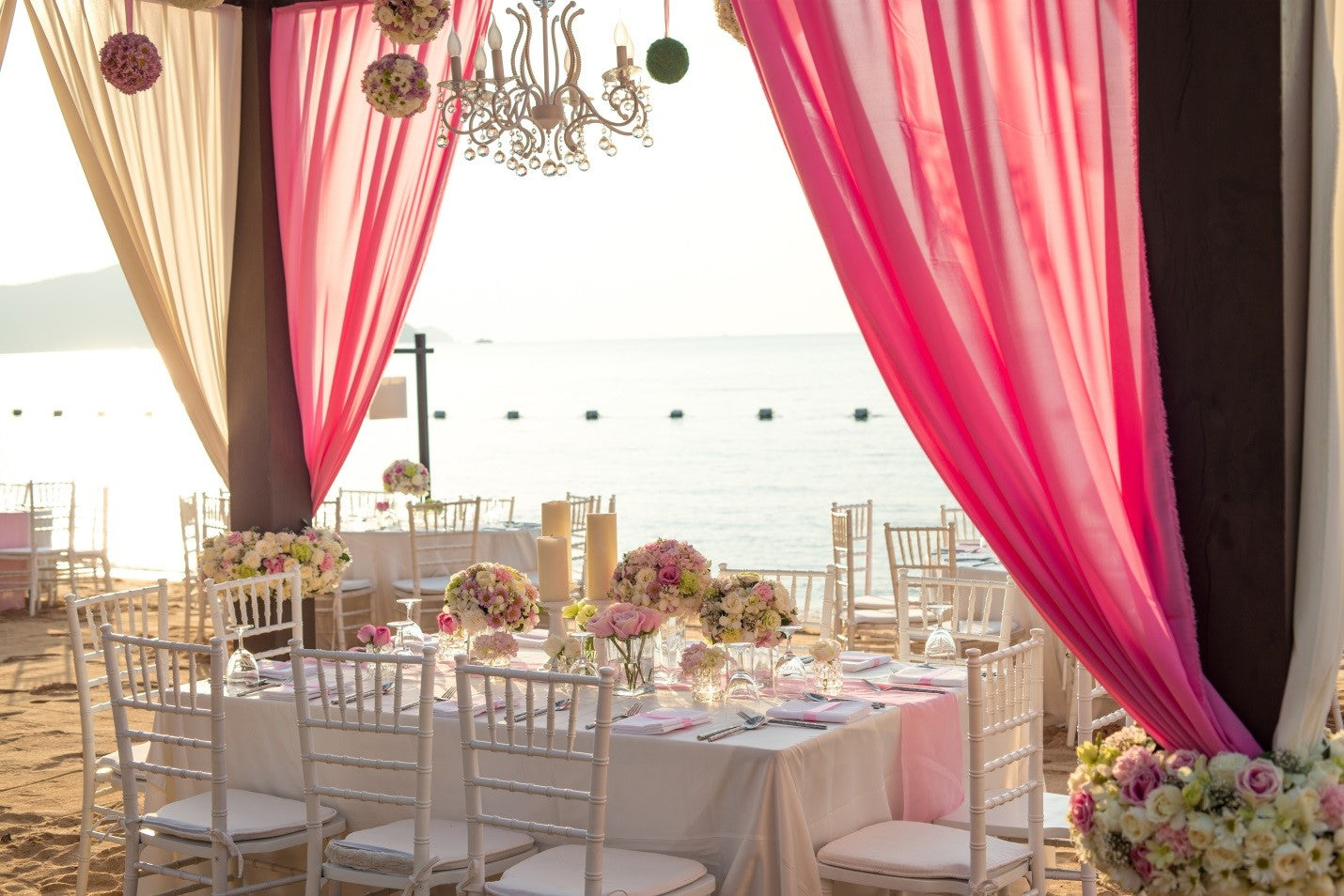 white tablecloths with pink table runner