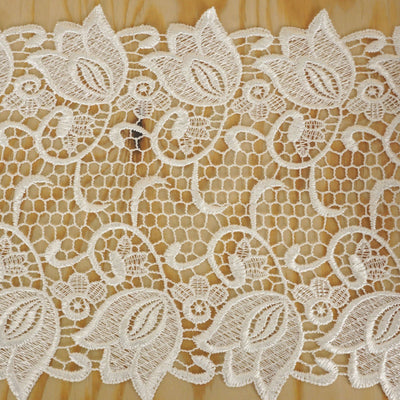 "Tulip Vine Crocheted Heavy Lace Ribbon Trim 7.5"" x 5yards - White"