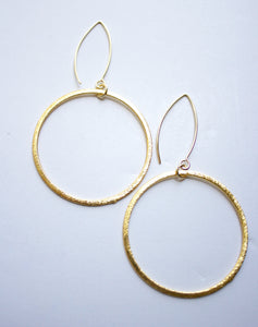 "Golden ""OH"" earrings"
