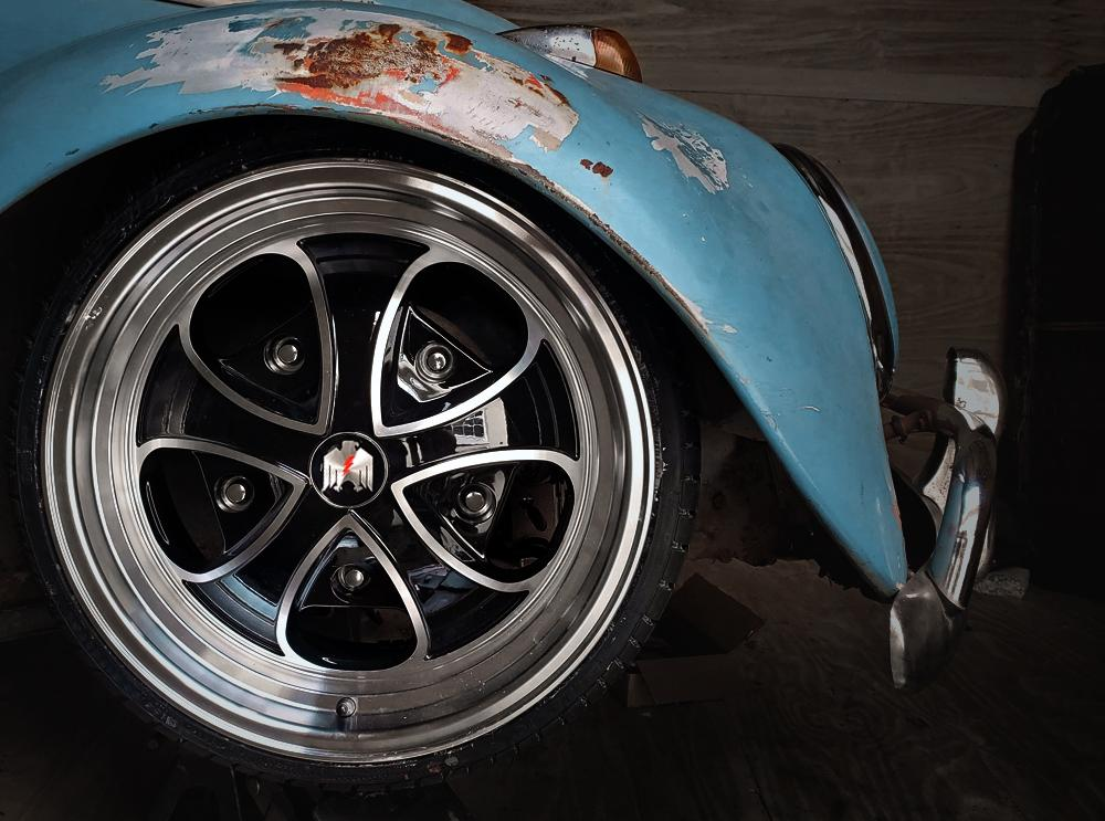 Klassik Rader Classic Car Wheels Klassik Rader Falcon Wheels | Gloss Black Machined