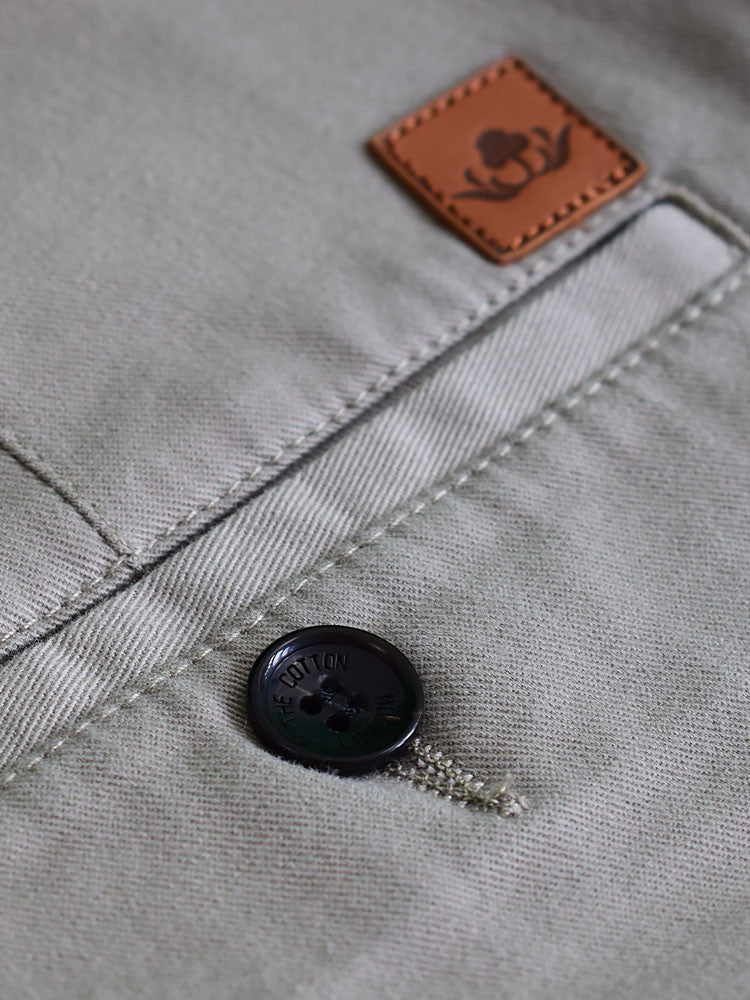 Real horn buttons in chino shorts