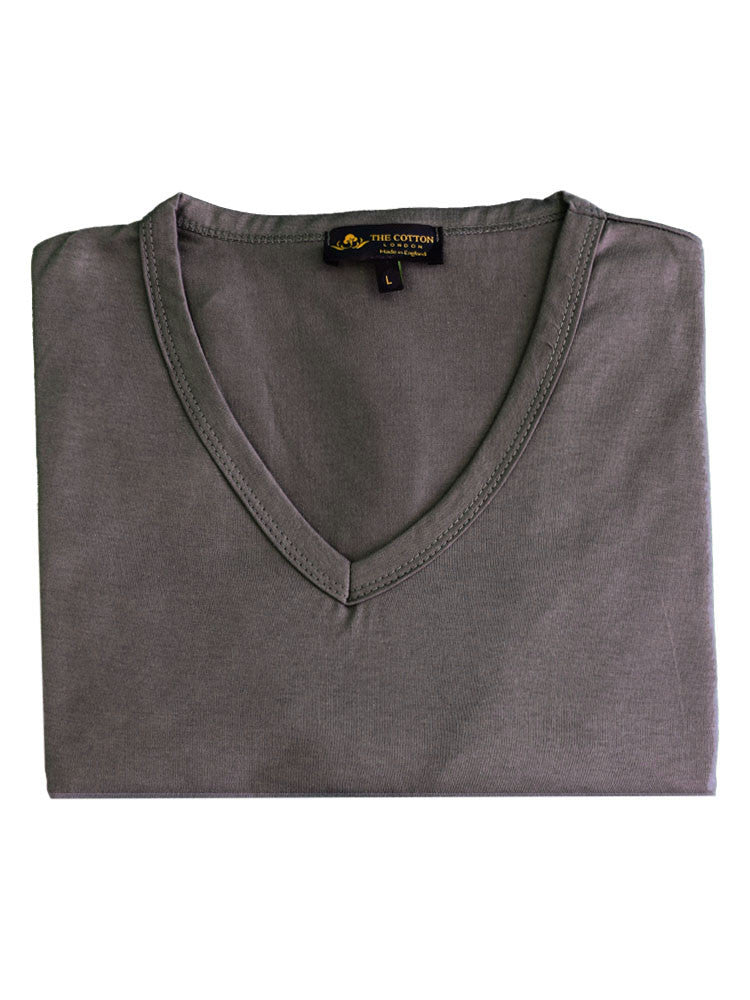 Ribbed V neckline on t-shirt