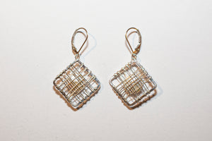 SIMPLE SQUARE CAGED PEARL