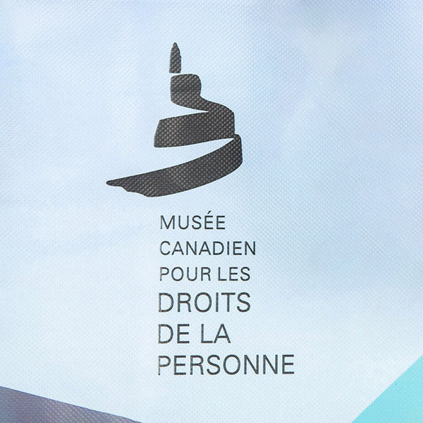 "Close-up of the Museum icon and the text ""MUSÉE CANADIEN POUR LES DROITS DE LA PERSONNE"""