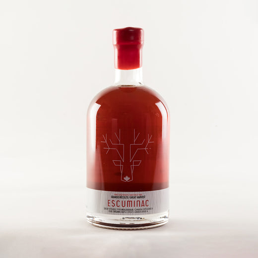 "Bottle of maple syrup bottle sealed with red wax; an illustration of a moose and the text ""Great Harvest, Escuminac, pure organic maple syrup, Canada Grade A / Grande récolte, Escuminac, sirop d'érable pur biologique, Canada catégorie A"" is on the bottle"