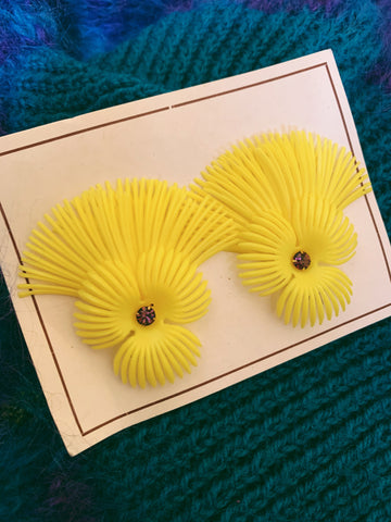 vintage 50s earrings - yellow