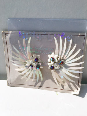 Deadstock 50s Vintage Plastic White Iridescent flower Rhinestone Clip on Earrings