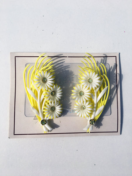 Deadstock 50s Vintage Plastic Flower Earrings