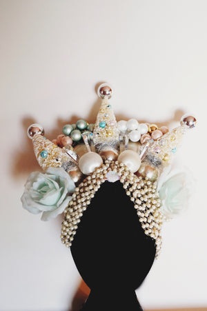 White and cream pastel Christmas tree crown