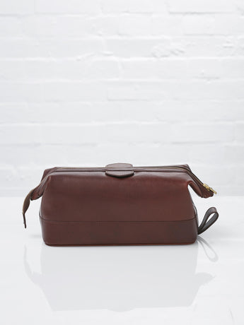 Daines + Hathaway Leather Wash Bag, Large (Chestnut)