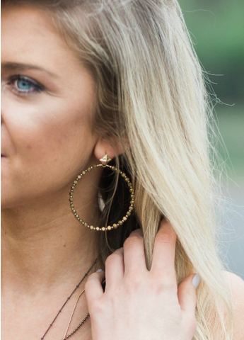 Betsy Pittard - Small Gold Hollow Hoop Earrings