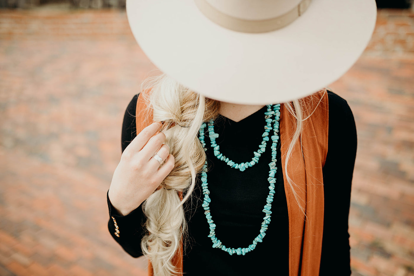 Essential Tips for Accessorizing an Outfit