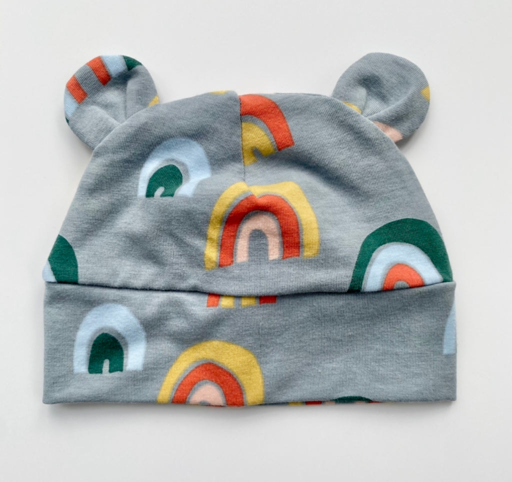 "Eddie & Bee organic cotton Baby hat with ears  in Grey "" Over the Rainbow"" print."