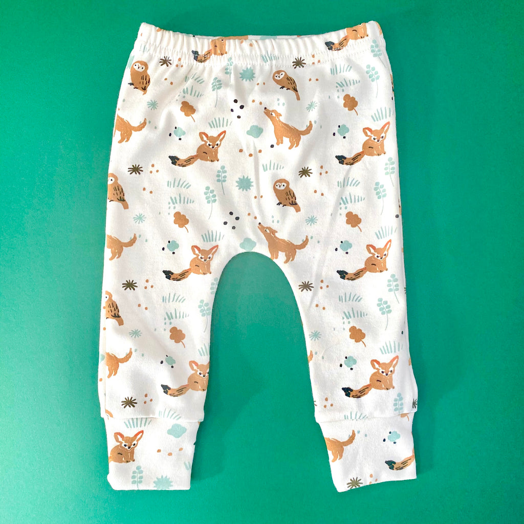 "Eddie & Bee organic cotton leggings in Cream ""Woodland Owl"" print."