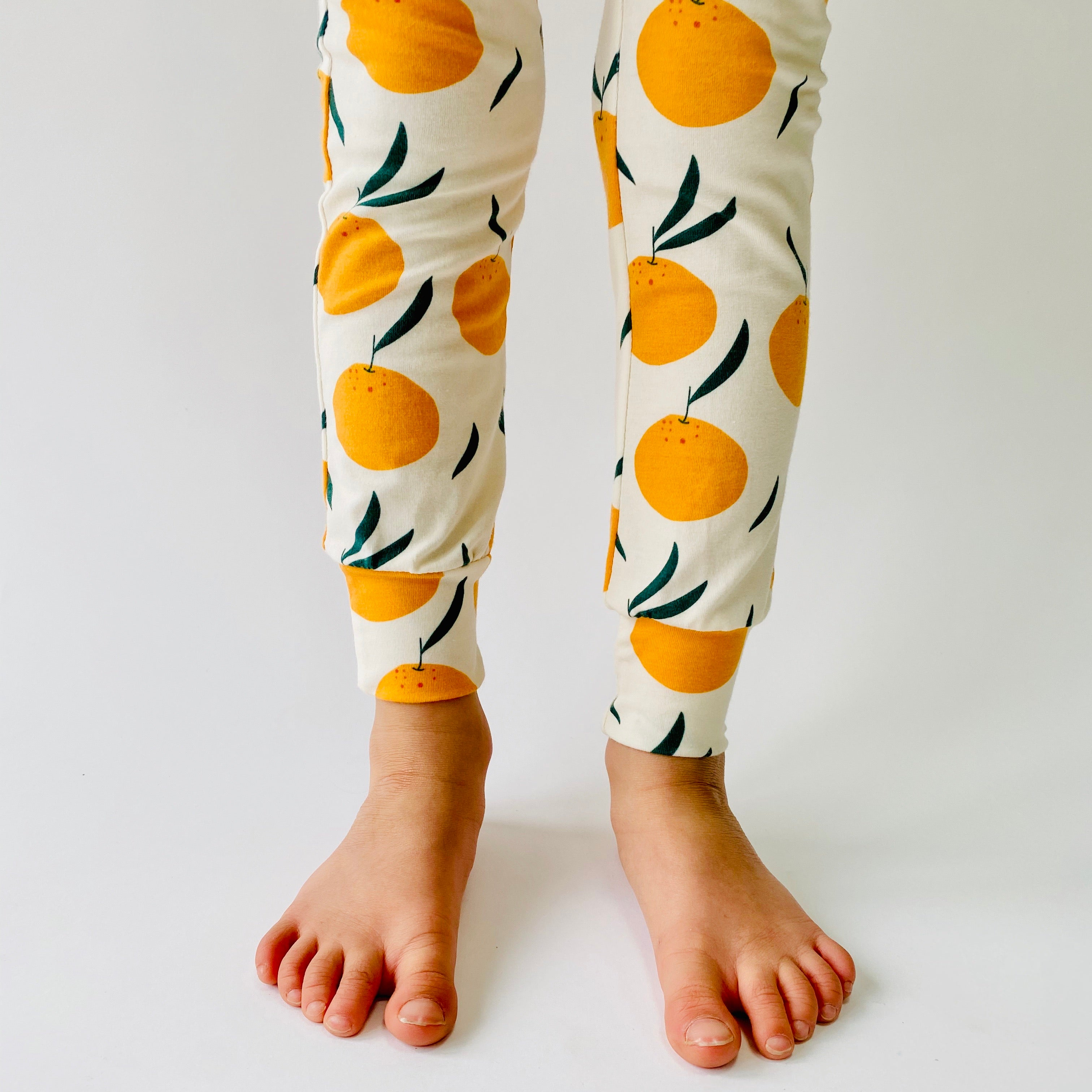 "Eddie & Bee organic cotton leggings in Cream ""Clementine Grove"" print."