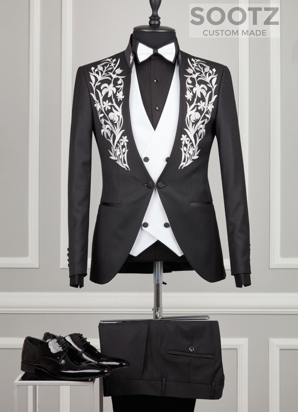 Black Mandarin Collar Suit Set - White Embroidery