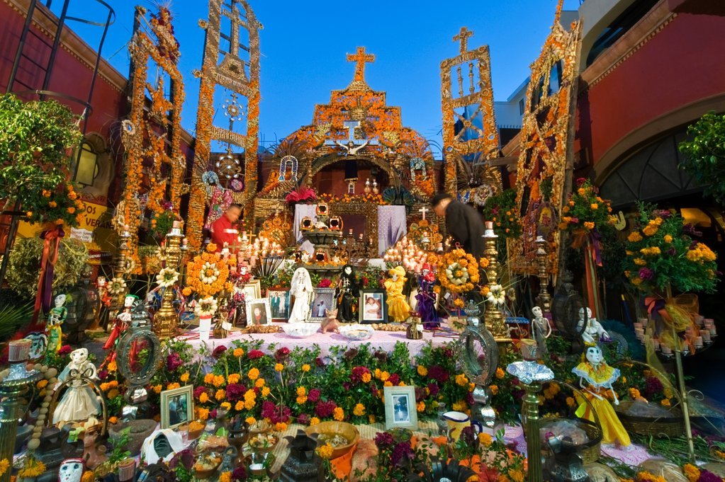 How-to-Make-a-Day-of-the-Dead-Altar