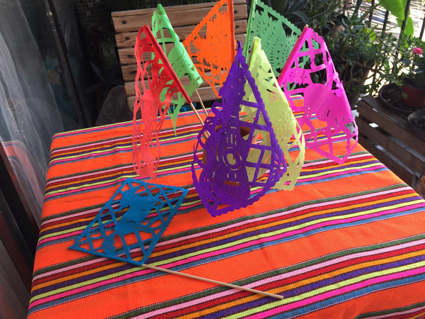 Cinco de Mayo Centerpieces Table Decorations Waving Flags 12 Pack - ARTMEXICO