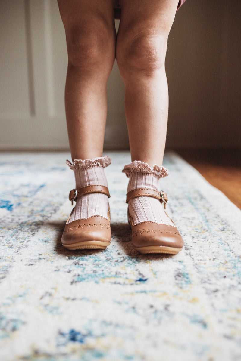 "Collégien // Collegien ""Lili"" Lace Ruffle Trim Short Socks in Vieux Rose - All The Little Bows"