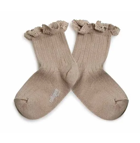 "Collégien // Collegien ""Lili"" Lace Ruffle Trim Short Socks in Petite Taupe - All The Little Bows"