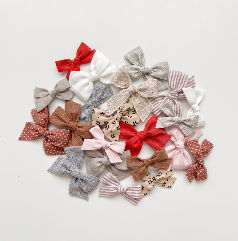 All The Little Bows // Pinwheel Bow | Ashen Shimmer - All The Little Bows