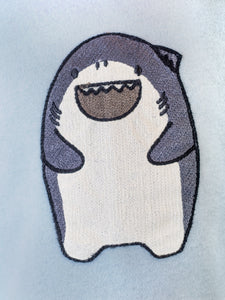 LITTLE WHO - L/S CREW WITH GIGGLE SHARK PATCH