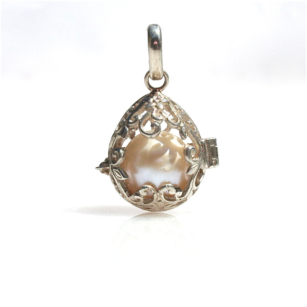 TROPICAL EMBRACE PEARL PENDANT